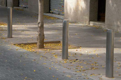 Stainless removable bollard