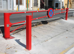 Rotary manual barrier